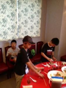 2013年「夢と希望と絆の架け橋」プロジェクト」中華街にて夕食10