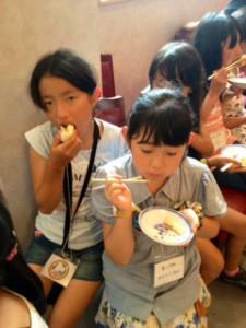 2013年「夢と希望と絆の架け橋」プロジェクト」中華街にて夕食16