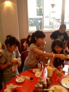 2013年「夢と希望と絆の架け橋」プロジェクト」中華街にて夕食18