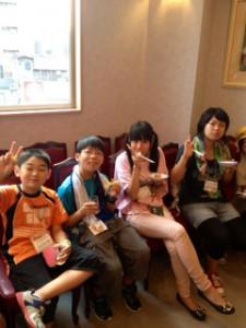 2013年「夢と希望と絆の架け橋」プロジェクト」中華街にて夕食1