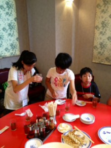 2013年「夢と希望と絆の架け橋」プロジェクト」中華街にて夕食20