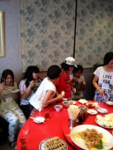 2013年「夢と希望と絆の架け橋」プロジェクト」中華街にて夕食2