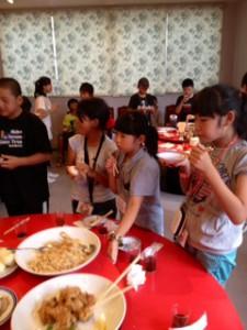 2013年「夢と希望と絆の架け橋」プロジェクト」中華街にて夕食7